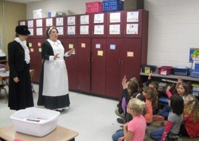 Jody-telling-Titanic-story-to-Valley-View-Elem-.